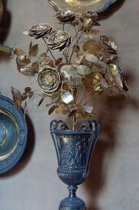 800px-Golden_rose_Biblioteca_apostolica